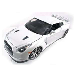 Dub City   Nissan GT R Hard Top (2009, 118, Beige) diecast car model