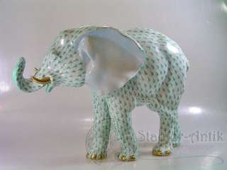 LARGE HEREND GREEN FISHNET ELEPHANT 9.75in