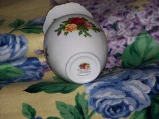 Old Country Roses Flower Bud Vase, Mini, 1962 Royal Albert Ltd.