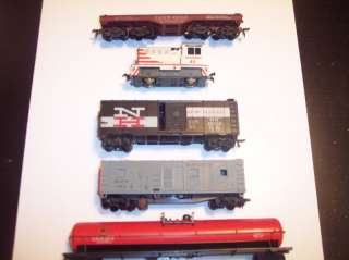 VINTAGE HO SCALE MODEL TRAIN JUNK LOT FOR REPAIR AND PARTS..