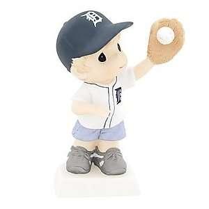 119014   MLB Detroit Tigers Boy Catching Baseball Figurine