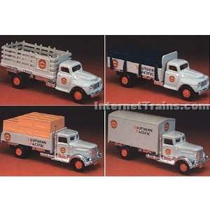 HO Scale Ford & Peterbilt 4 Truck Set   Southern Pacific: Toys & Games