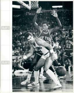 Photo BERNARD KING KNICKS Kelly Tripucka PISTONS JAZZ